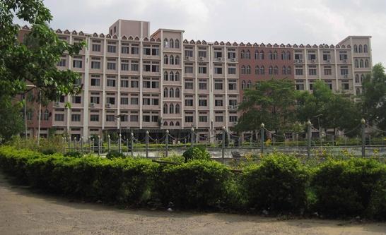 uit-college-building